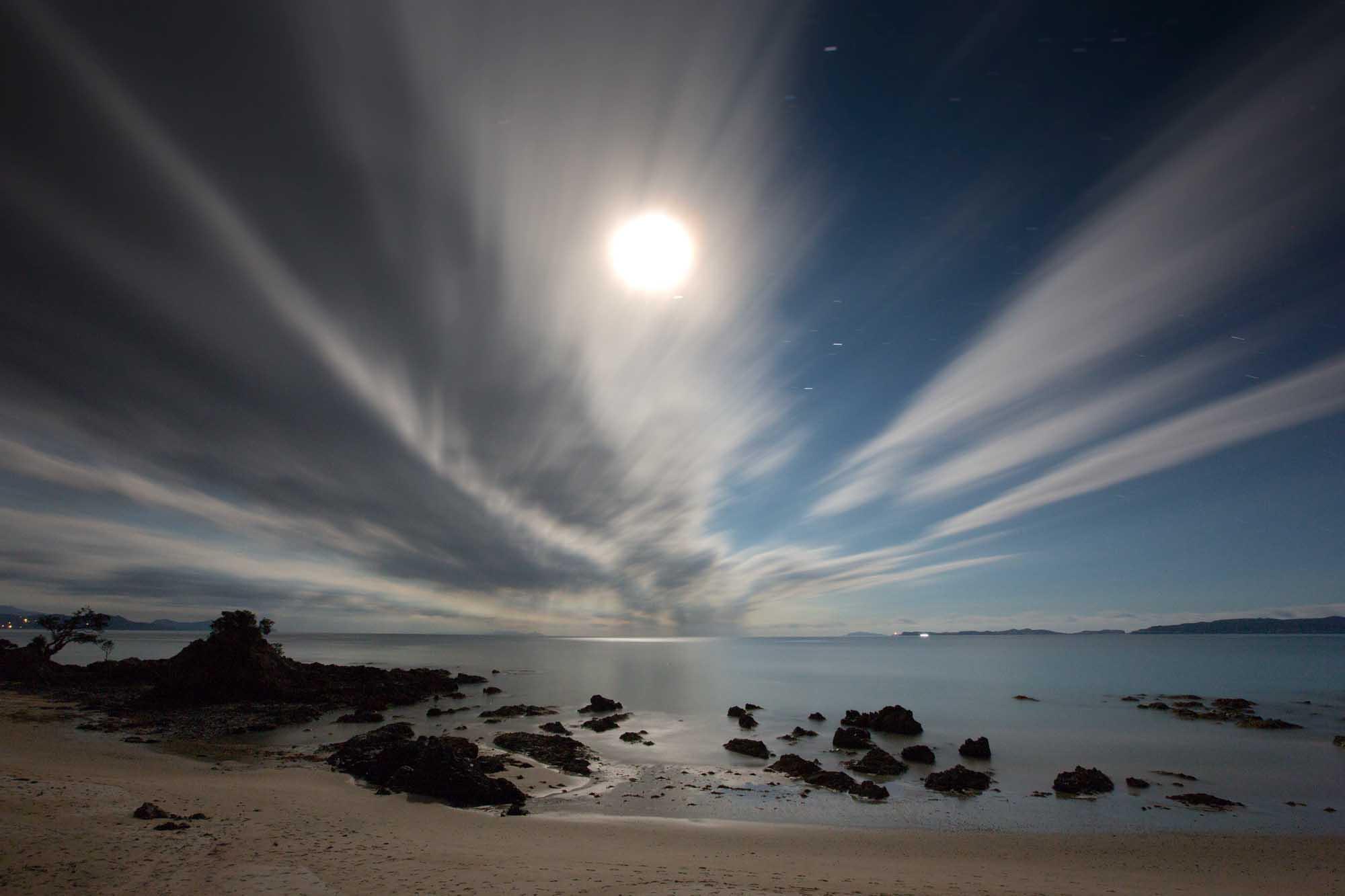 Moon over Kuaotunu.jpg