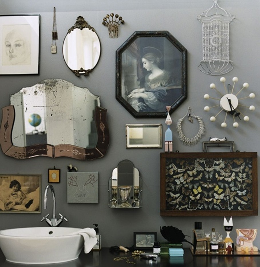 retro-bathroom-idea-with-grey-wall-paint-plus-completed-with-unique-wall-ornament-accessories-of-antique-mirror-and-classic-picture-frame-ideas-909x931.jpg