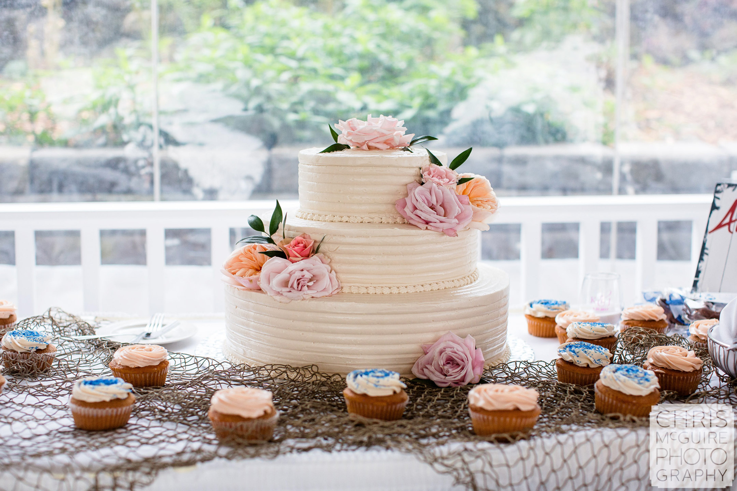 wedding cake with cupcakes fishnet