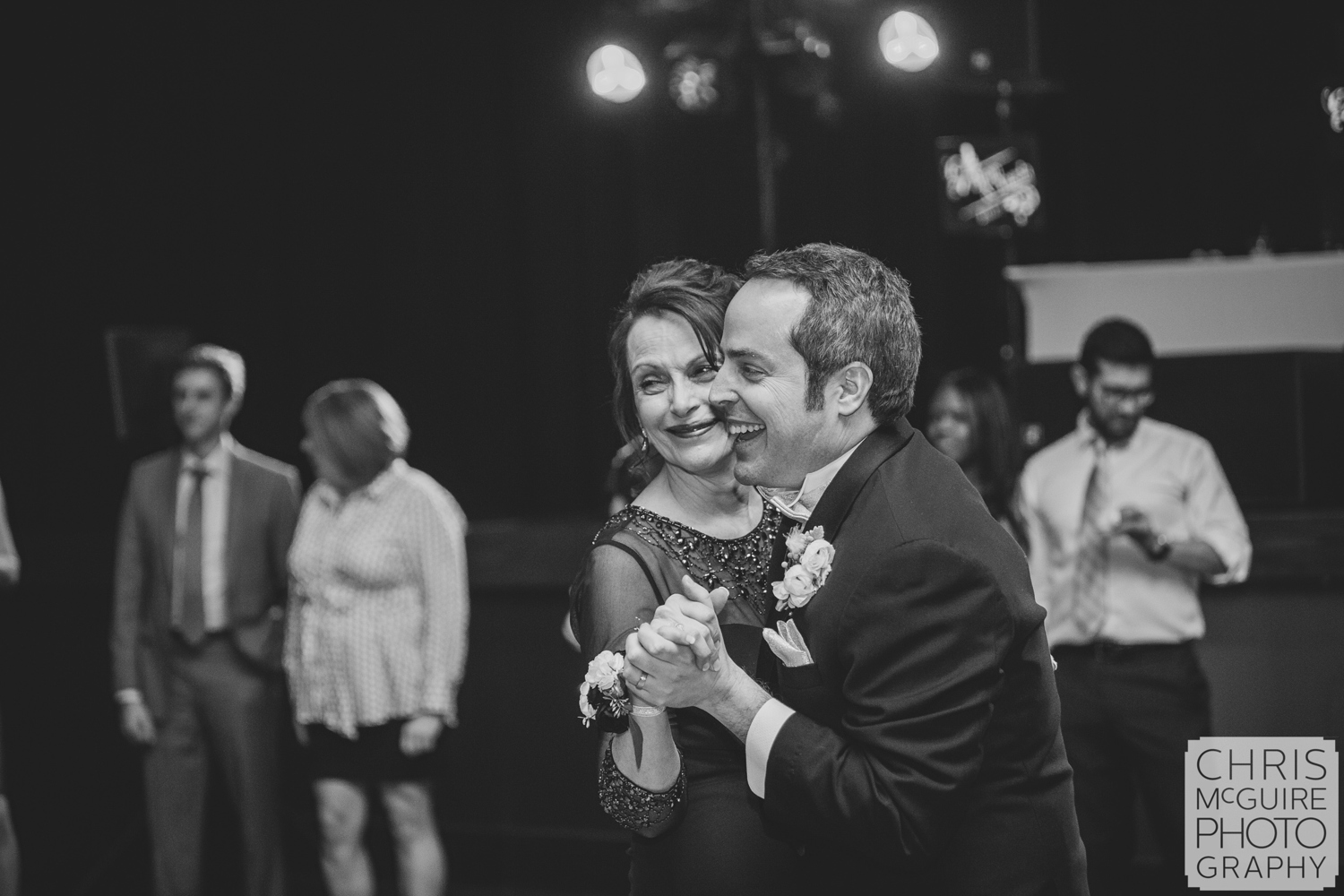 groom and mother dance at wedding