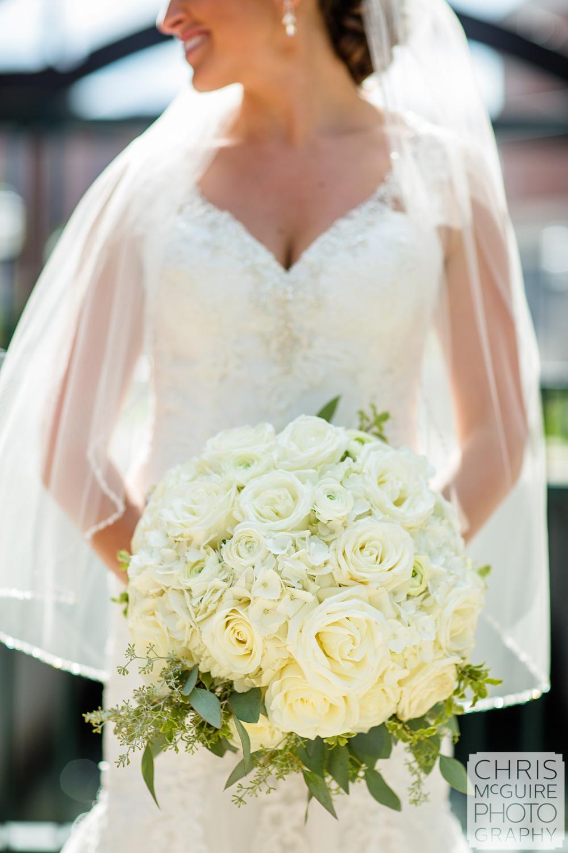 bridal bouquet with veil