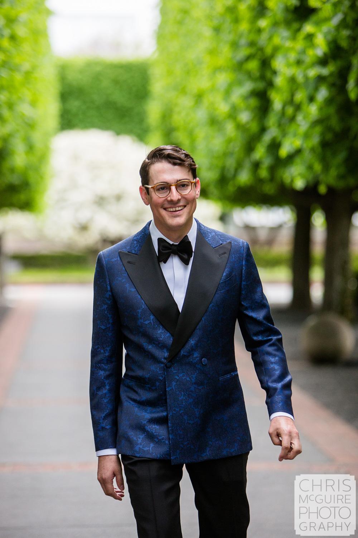 groom at Chicago Botanic Gardens wedding
