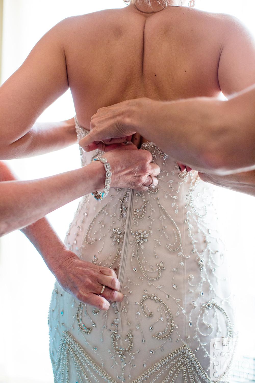 Peoria bride getting ready