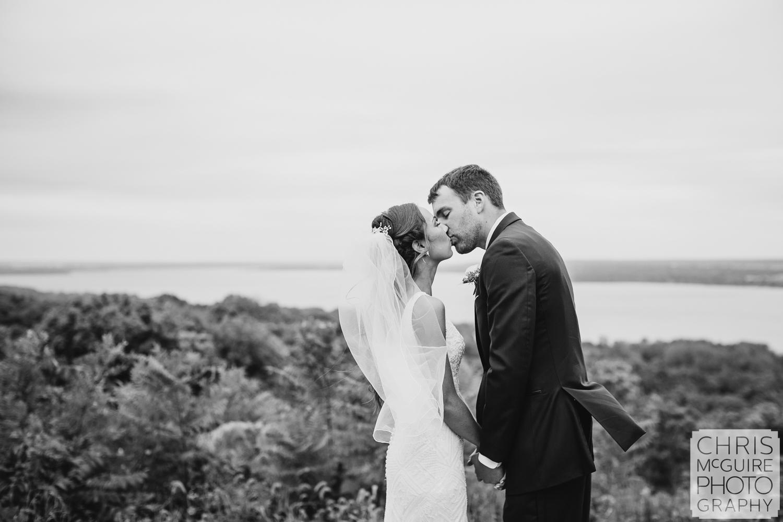 Grand View Drive Wedding Kiss