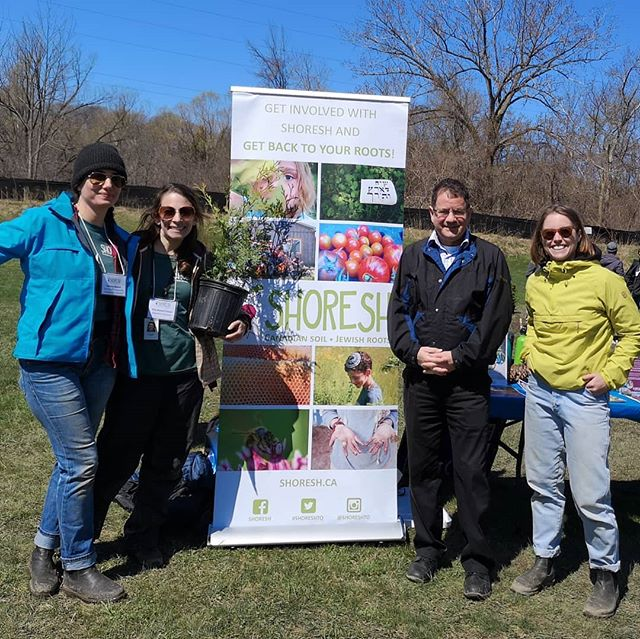 Thanks to @shoreshto and volunteer team for putting on a great community Tree For Me event and @jamespasternak for your support! #treeforme #totrees #torontopfr #urbanforest