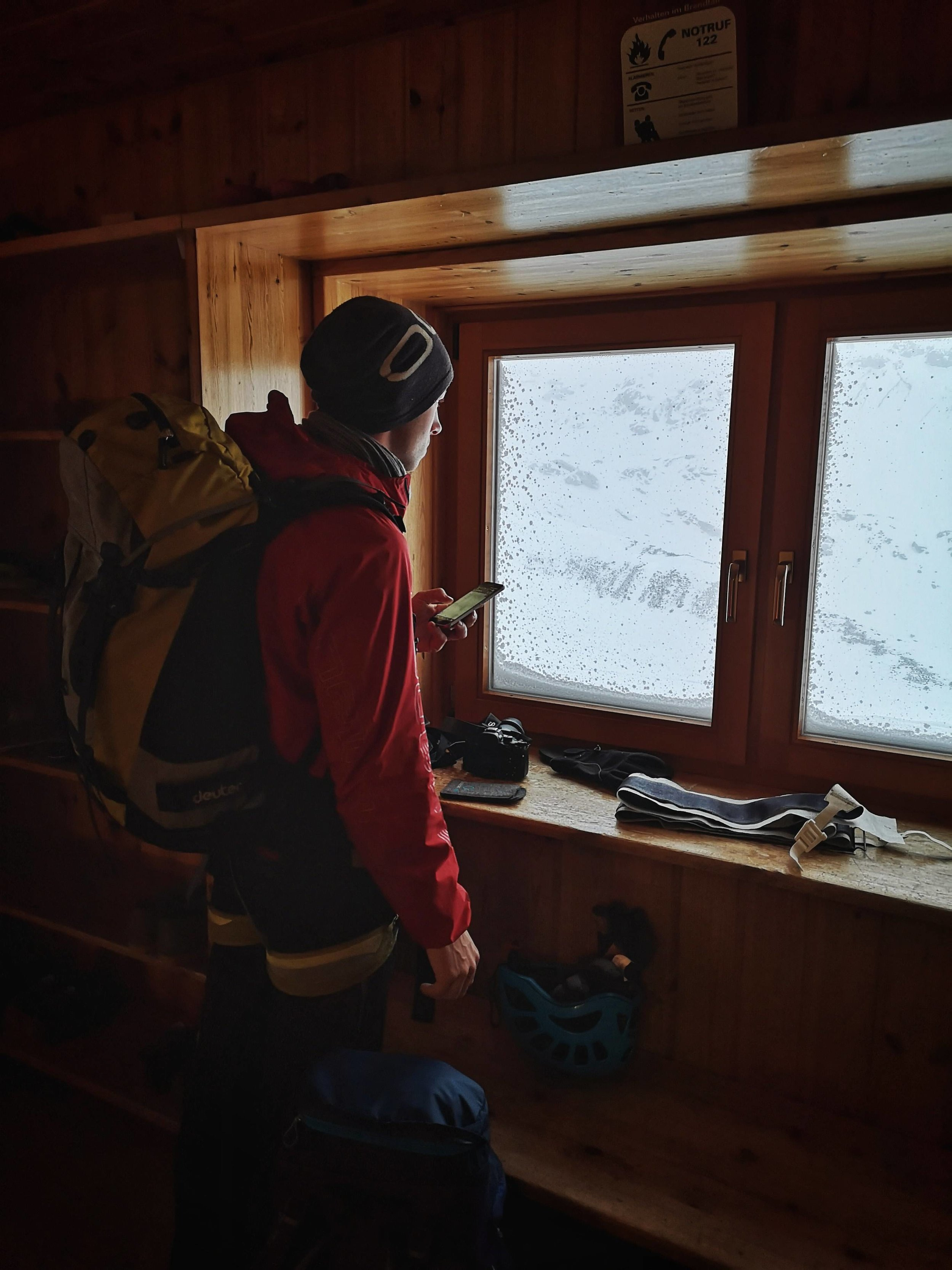Überlegen und Planen zuvor in der Hütte