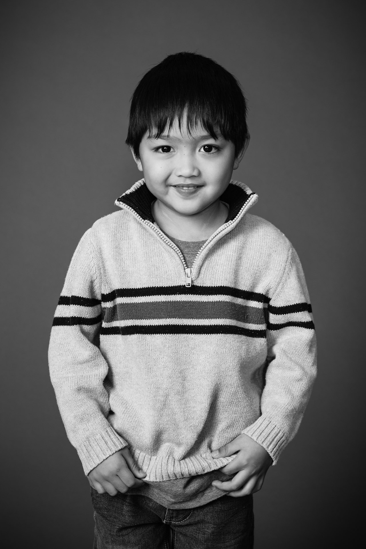 Flashes of Hope is a non-profit that provides free photo-shoots for those affected by childhood diseases included cancer and leukemia. We take portraits of the kids by themselves, with their families, with the favourite doctors and nurses.