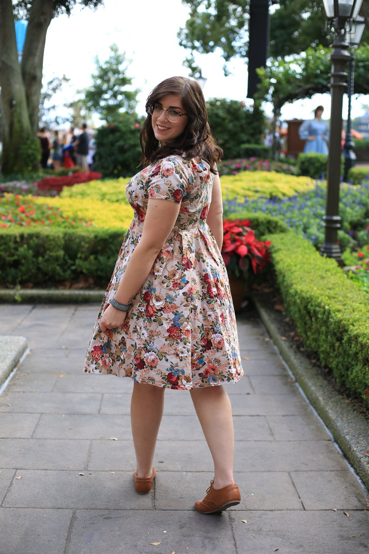 Shop my Outfit:    Dress         Glasses         Petticoat         Shoes         Watchband