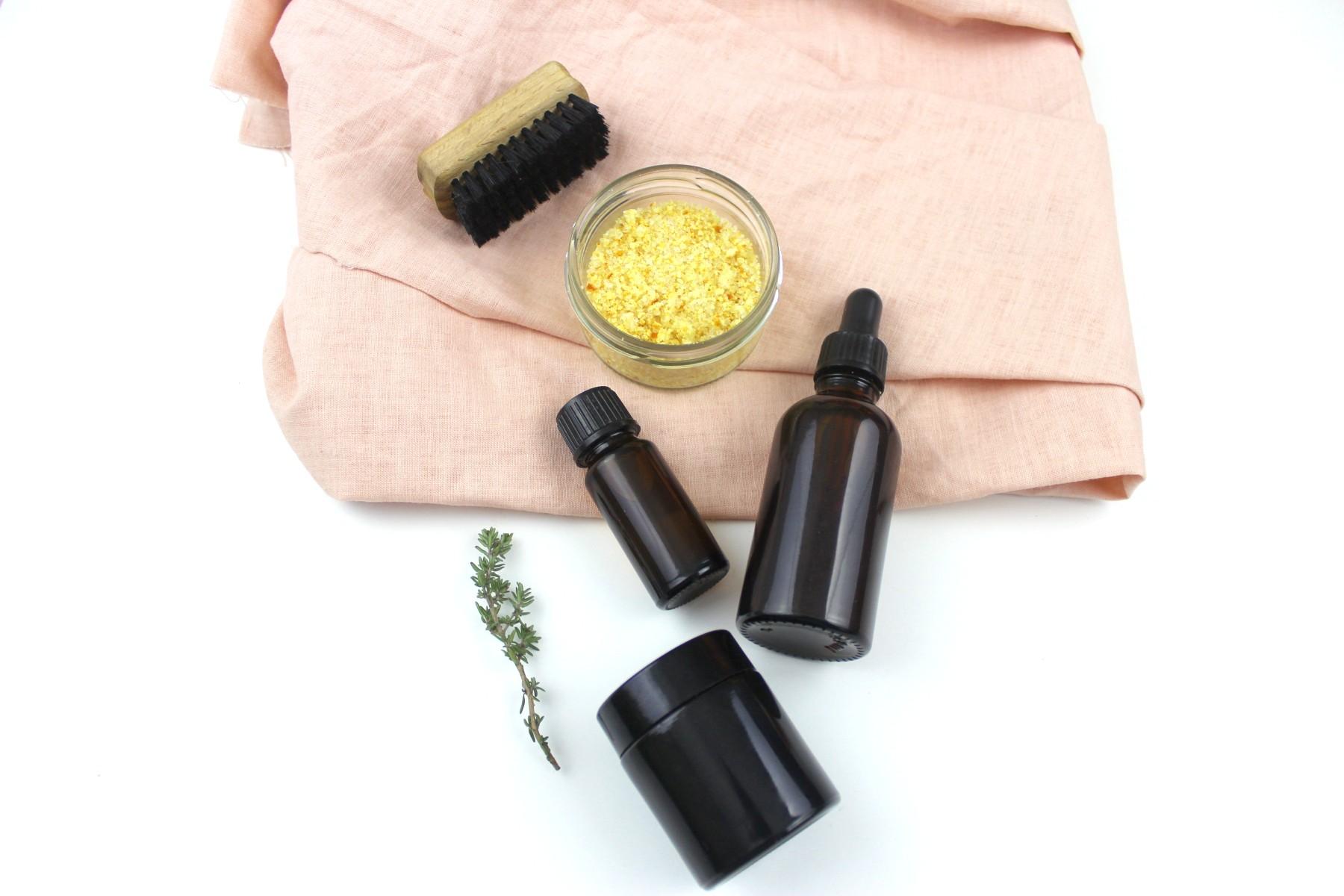 Back to Basic. - Mache deine eigenen Körperpflege-Basics für einen simplen, nachhaltigen Alltag: Deo, Peeling, Alrounder-Creme, Lip Balm und Gesichts-/Körperöl. Ganz einfach von Hand mit natürlichen Zutaten.