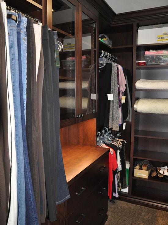59d1c5c901533e7e_0960-w550-h734-b0-p0-q80--traditional-closet.jpg