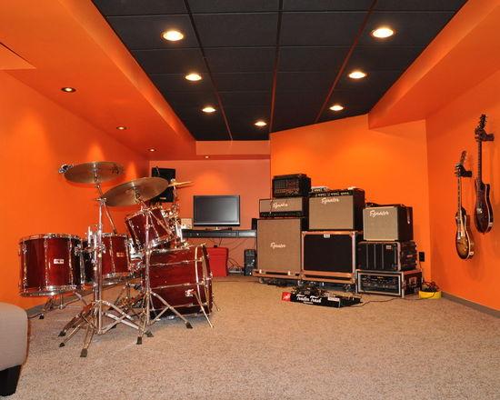 dae1d49c02df48fd_4930-w550-h440-b0-p0-q80--contemporary-basement.jpg