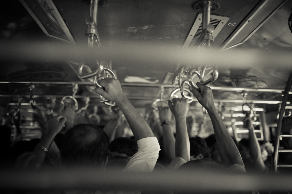 busy mumbai train