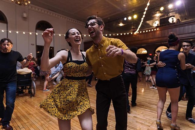 I love. this. dance. 💛  And dancing with you, @rafaloffthelog, ain't so bad either. 🖤  Photo by @j_s_almonte at Stompology 2019.  @gjswing #stompo #lindyhop #swingdance #happy