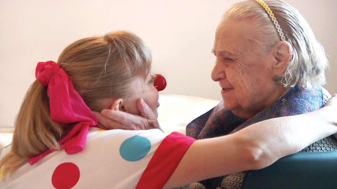 An elder-clown connection. Photo by True Connections Video/Gilles Gagnon