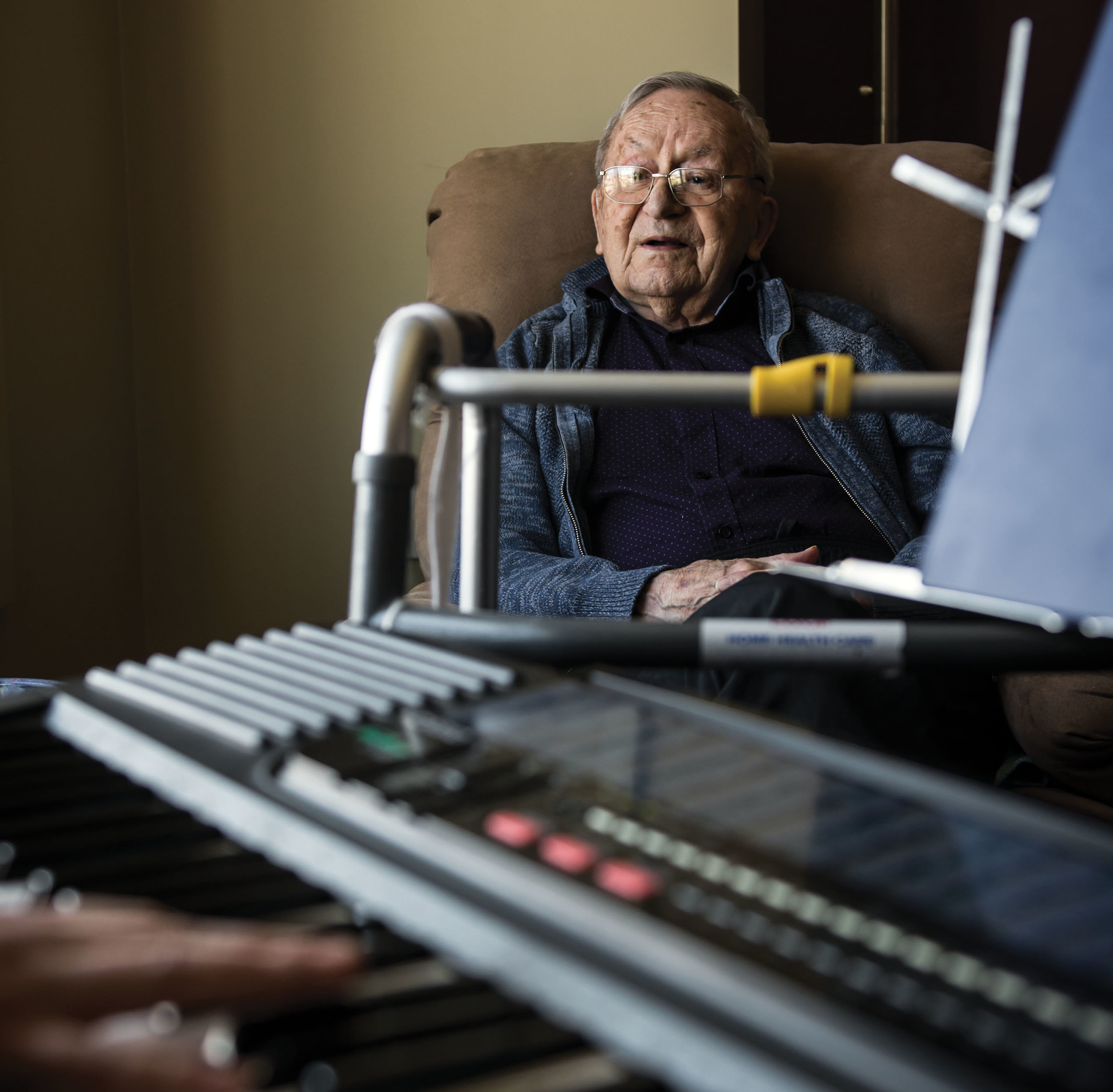 Lifelong musician Walter Mitson, 92, was diagnosed with dementia five years ago. Today, music still engages him. Photography By Jennifer Friesen.
