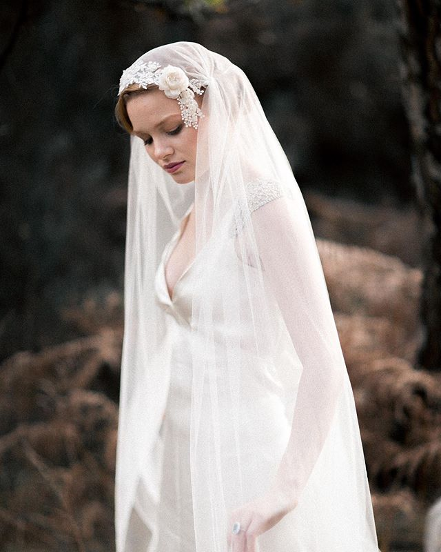 All the vintage beauty. I would loved this look on my wedding day. This incredible veil is by @agnes_hart | dress @edmondsonbridalcouture | Makeup @bluevanillabeauty | hair @wildrosebridalhair | photo @rebeccasearlephotography