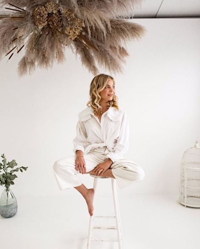 The wonderful @zoelvh in the studio | Pampas grass installation @thebloomery | Makeup @bluevanillabeauty | hair @treats4hair | photo @rebeccasearlephotography