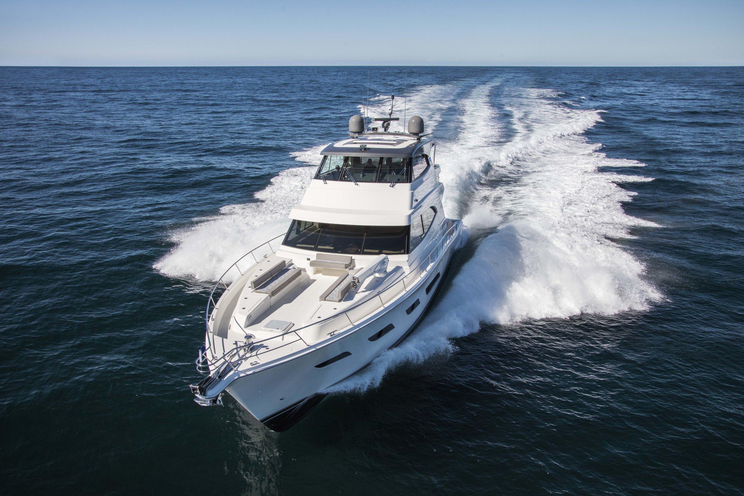 Riviera 68 Sports Motor Yacht Running 04.jpg