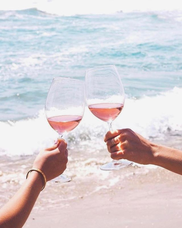pass the rosé please! if you couldn't tell yet, we're all about #balance and we're sharing our little secrets to fueling up and feeling amazing all summer long in our community (have you joined yet?!). *hint* it doesn't require giving up your favorite things and results are always guaranteed ☀️👏🏼🥂