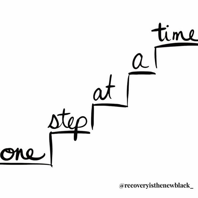 Are you guilty for saying you don't have time to dedicate to your recovery? ⠀ ⠀ Yep, that was me! If this is you listen up. ⠀ ⠀ The truth is, if you put as much effort into your recovery as you did your drinking days, you'd be living one heck of a life already. ⠀ ⠀ If you crave change, you've got to create change. Start with pockets of time. ⠀ ⠀ Small wins add up to big change. The gifts of sobriety unfold one step at a time. ⠀ ⠀ So what will you sacrifice to give your time and effort towards your recovery? .⠀ .⠀ .⠀ .⠀ .⠀ .⠀ .⠀ .⠀ .⠀ .⠀ .⠀ .⠀ .⠀ .⠀ .⠀ .⠀ .⠀ .⠀ .⠀ .⠀ #portlandblogger #recoveryblogger #recoverycoach #sobermovement #alcoholfree  #recoveryisthenewblack #soberaf #maternalmentalhealth #seekhelp #onlinetherapy #cleanandsober  #justfortoday #girlstopapologizing #sobermom #easydoesit #onestepatatime #alcoholism #addictionrecovery #sobercommunity #friendofbillw #twelvesteps #teetotal #stepwork #retiredblackoutartist #alanon ⠀