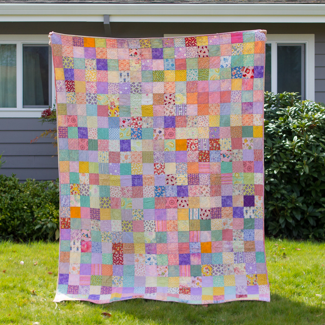 Spring Scattered Squares Quilt Finished via www.helloquilting.com