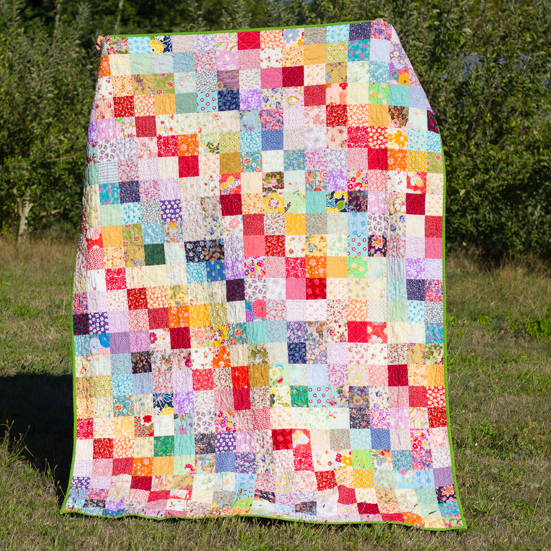 Rainbow Flower Squares Quilt FInished via www.helloquilting.com