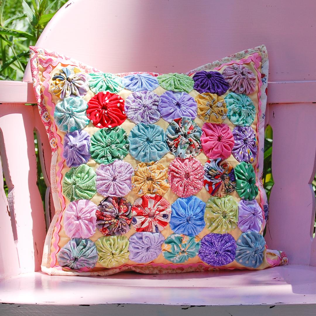 Yo-Yo Pillow Finished via www.helloquilting.com