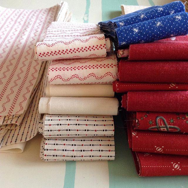 Fabric for Quintuple Irish Chain via www.helloquilting.com