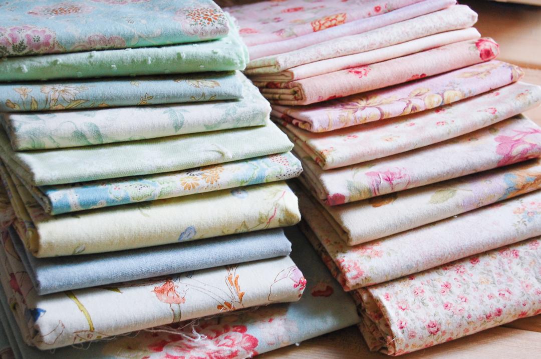 Cottage Ohio Star Fabric via www.helloquilting.com