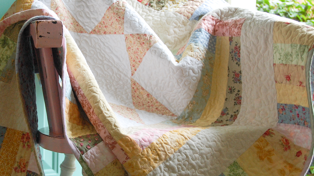 Star Medallion Baby Quilt via www.helloquilting.com