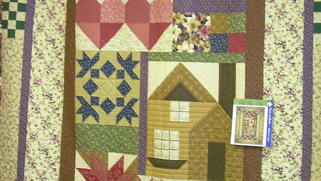 Thimbleberrise 2007 House & Garden Block-of-the-Month Quilt via www.helloquilting.com