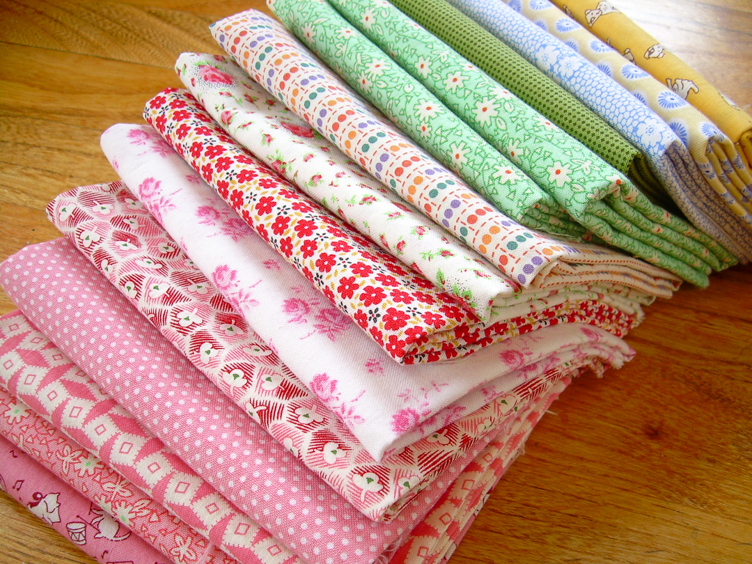 Fat Quarter Stack of 1930s Reproduction Fabric via www.helloquilting.com