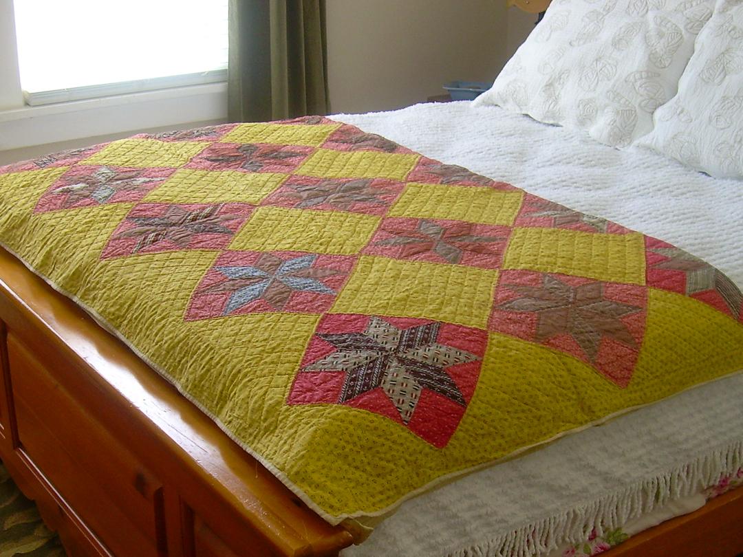 Antique Lemoyne Star Quilt via www.helloquilting.com