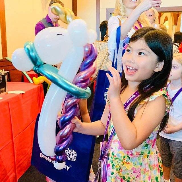 Having a blast at #sweetsuite19! And Melody ran into some of her sweet YouTube friends! Swipe left to see! #sweetsuite #kidyoutuber #newtoys2019 #melodystreasurebox #toycollector @thetoyinsider