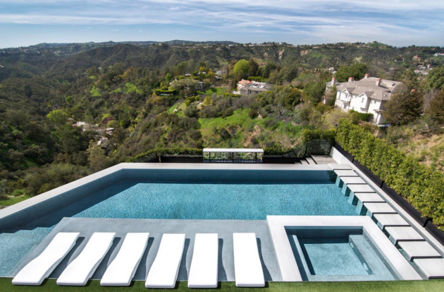 Beverly Hills Villa 2.png