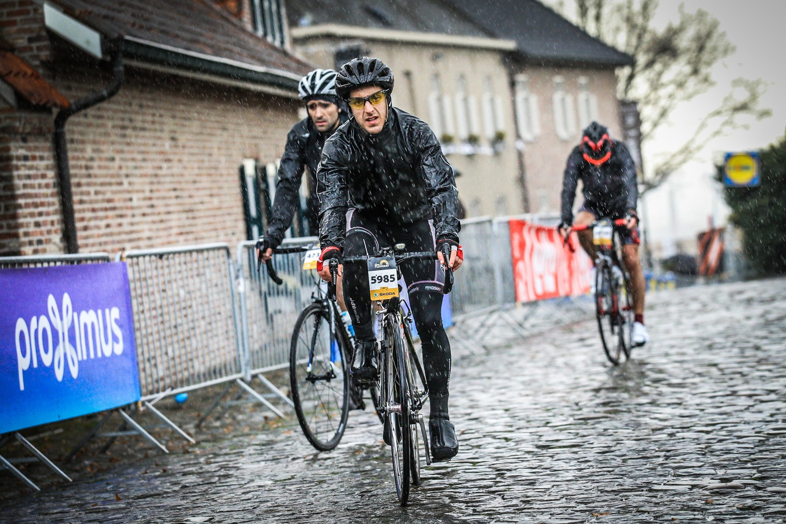 Oude Kwaremont on wet cobbles and a raining sky...