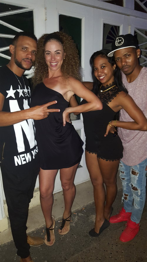 Chen Lizra with friends in Cuba