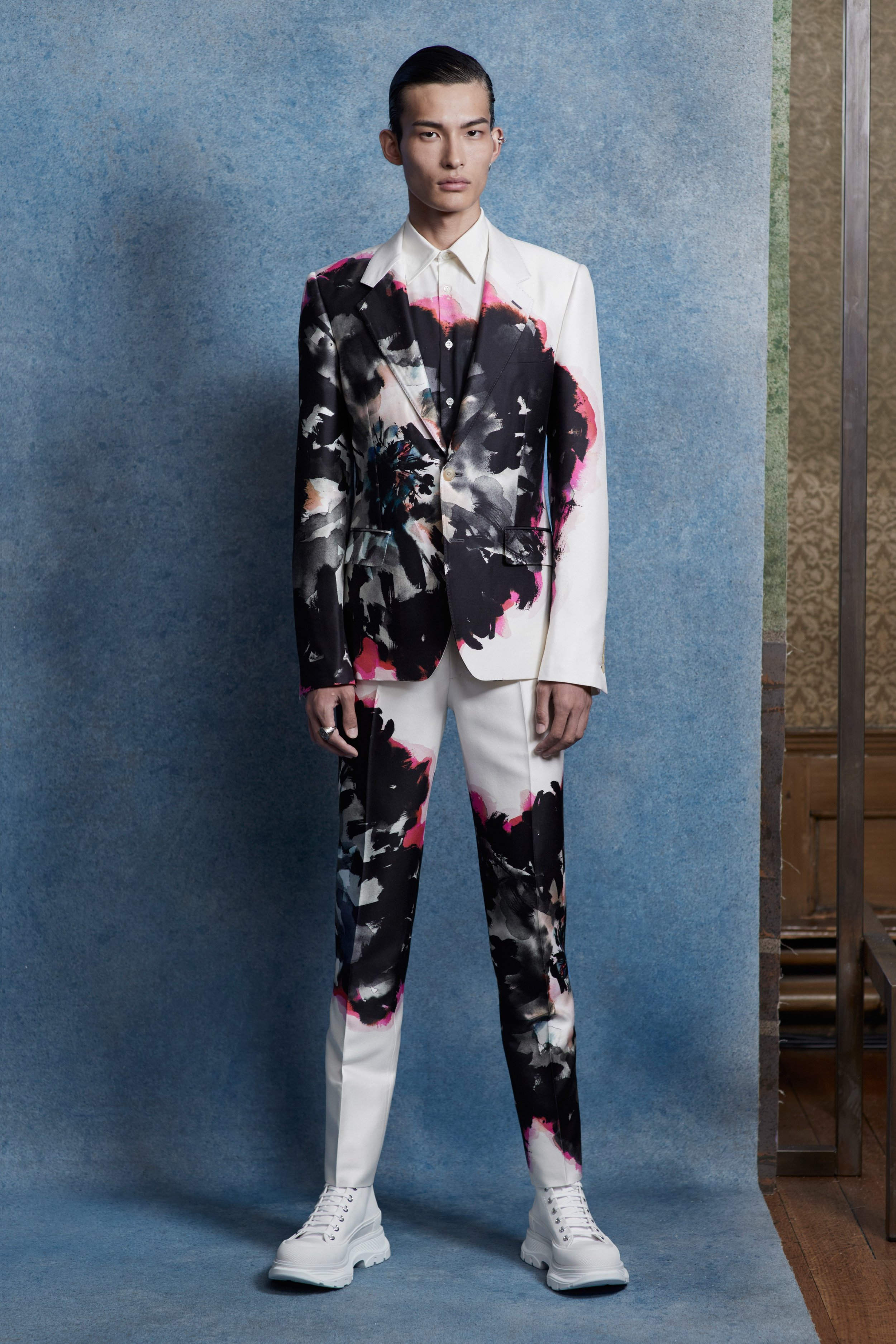 00004-alexander-mcqueen-menswear-spring-20-credit-Ethan-James-Green.jpg