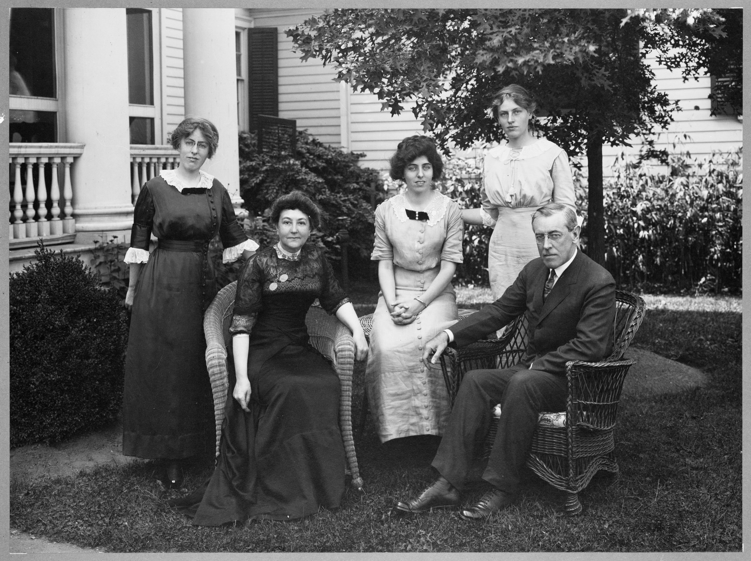 Woodrow Wilson poses with his wife and three daughters in 19XX (Library of Congress)