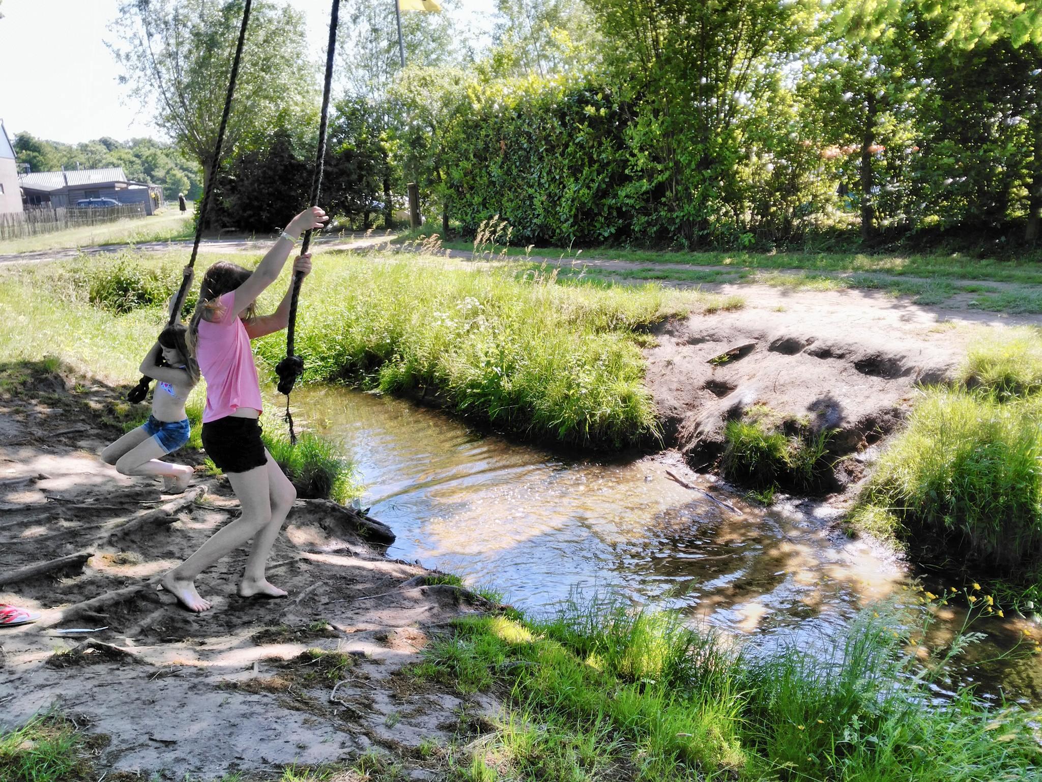 boerderijcamping-de-mebel-touw-slingeren.jpg