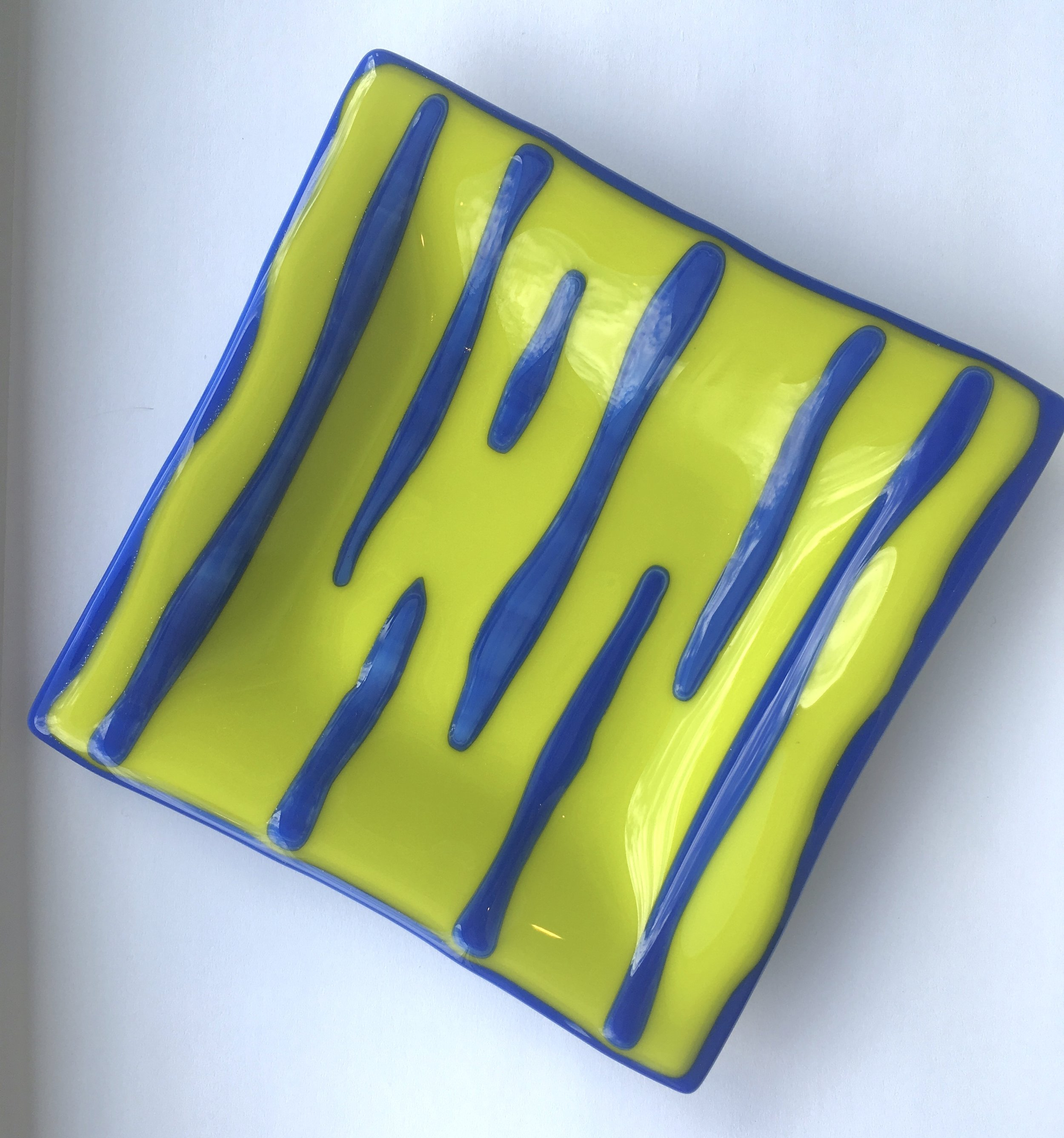 This lovely colour is called Lemongrass, teamed up here with a subtle patterned glass which mixes cobalt blue and soft white on a blue base.  BTW, the edges are wavy on purpose to show more of the blue colour and just for fun!