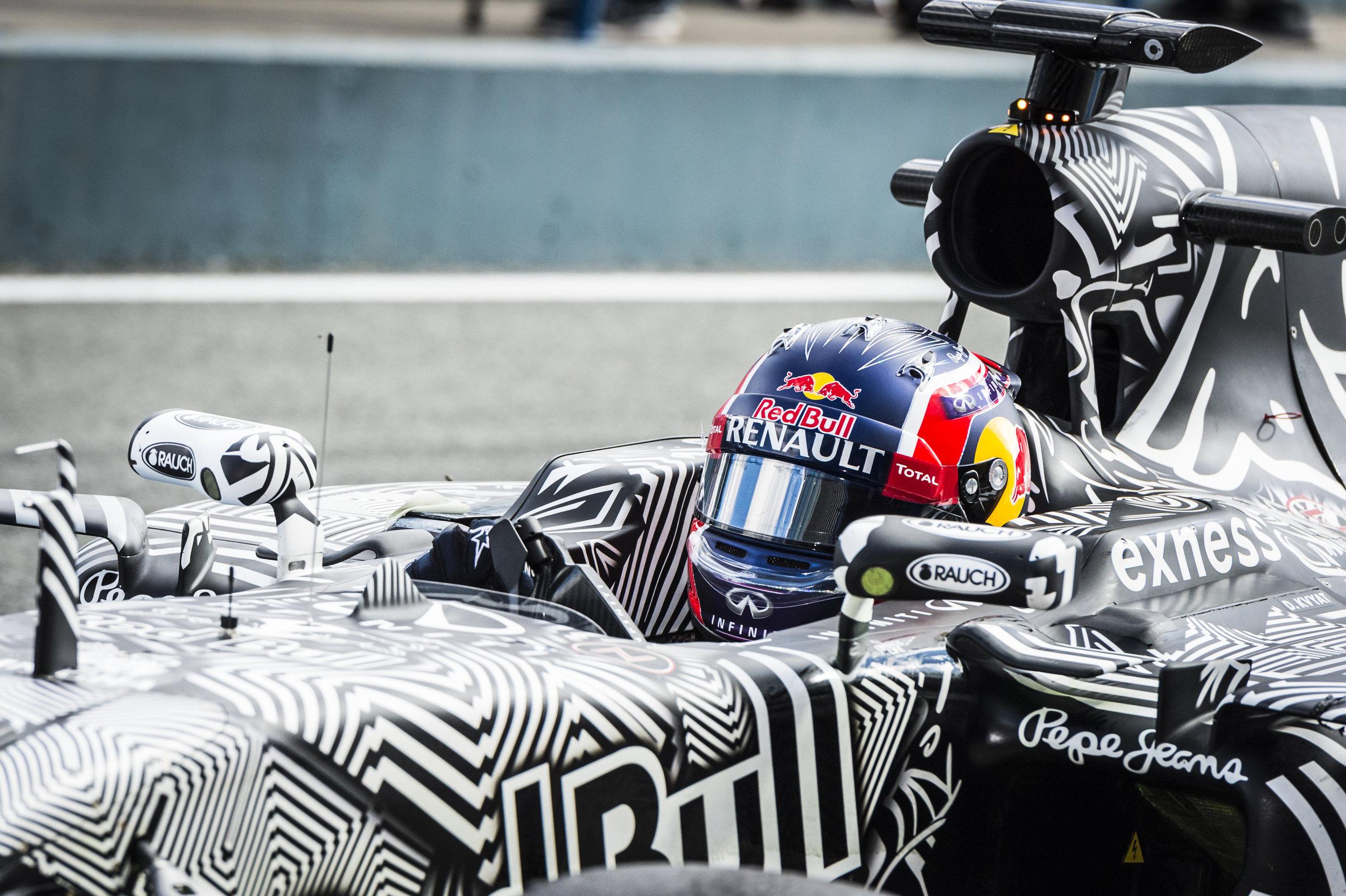 Daniil Kvyat Jerez 2015 (3 of 4)-2.jpg