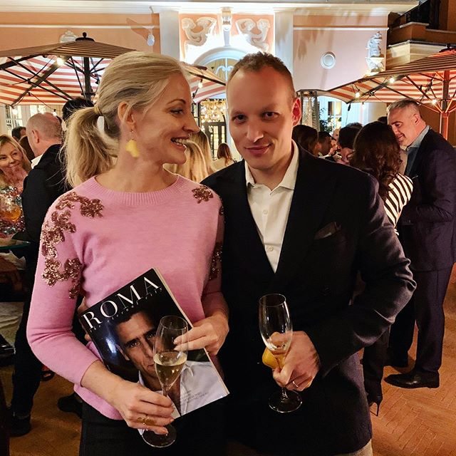 Celebrating the launch of the new edition of 'ROMA the Eternal City' at @hoteldelavillerome! I have a little article inside about the man who has been keeping the Vatican on time for the last 30 years! Thanks to @italiaexperiences 💕 💕 💕 #partytime #travelwriter #Romatheeternalcity #happinessis #marriagerocks #hoteldelaville