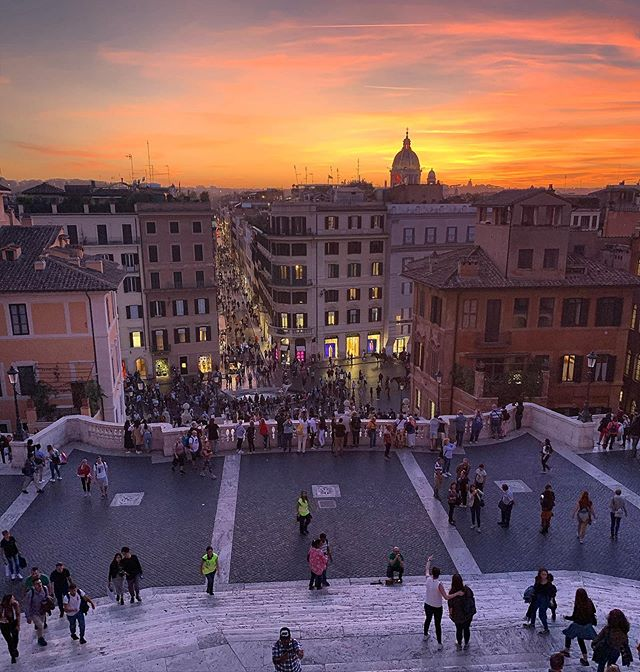 Buonasera & buon weekend from the top of the Spanish Steps! 🔶🔶🔶 #Roma #lagrandebellezza #sunset #tlpicks