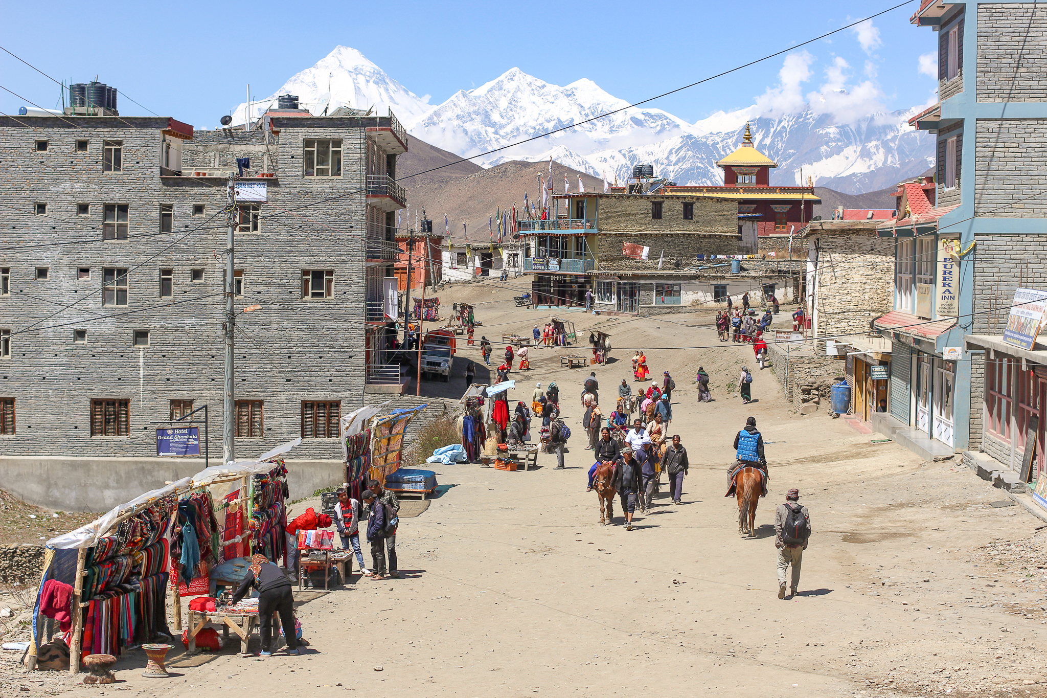 Ranipauwa at the foot of Thorong La pass is a stop-over for Hindu and Buddhist pilgrims on their way to the Temple of Muktinath, and weary trekkers