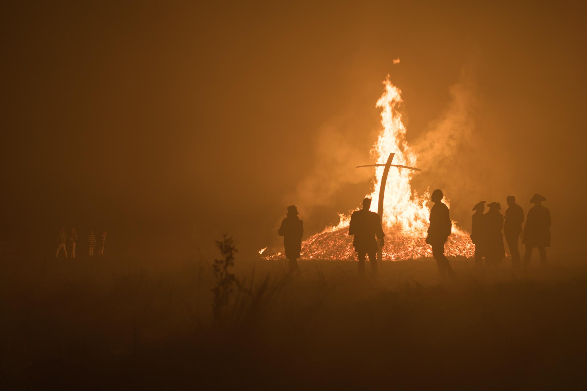 The last few to leave Cliffe's bonfire