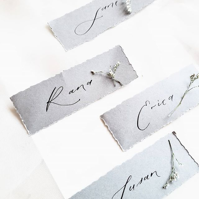 We've been getting a few consecutive days with warmer temperatures and I can't help but getting the spring mood after such a long winter. So to celebrate,  here are some simple place cards for a small project I was involved in. Cheers!