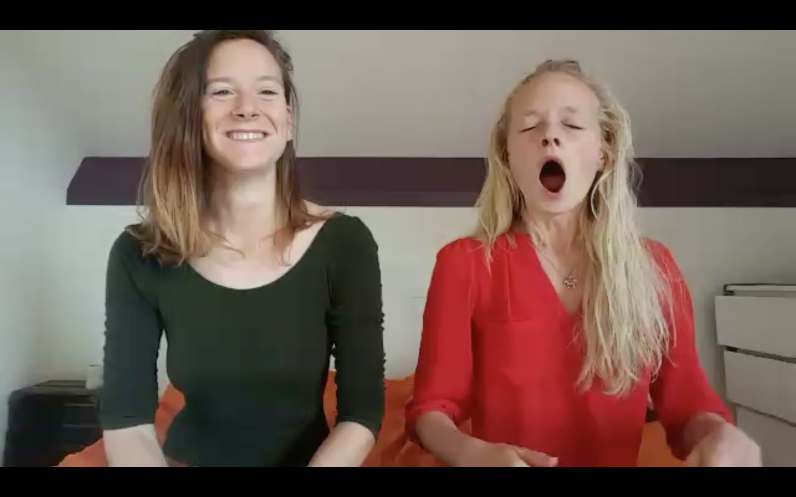 21 dayswaking up with Rashma & Eva - Ready to wake up with Rashma & Eva?21 minutes of inspiration, joy and focus in your mailbox each morning for 21 days, 21 euro's (excl. BTW).PS. Don't forget to add your email on the next page, as we will send you the video's by mail :)