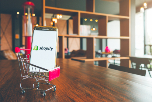 Shopify Course - - Great for beginners or those struggling to get sales.- Learn how to get sales FAST without complicated Facebook ads!- Easy to follow formula.- I teach EXACTLY how I find winning products and produce results.