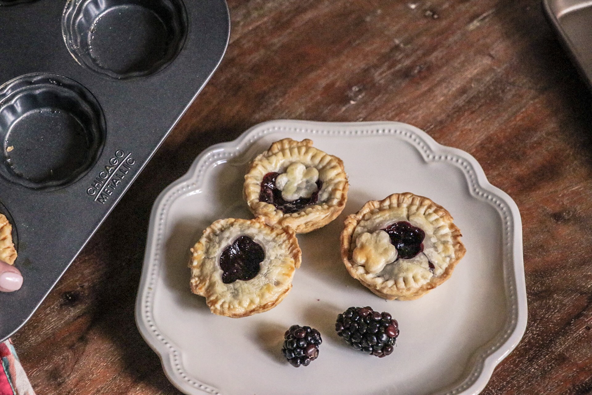 Homemade Mini Blackberry Pies: Baking Memories with Chicago Metallic